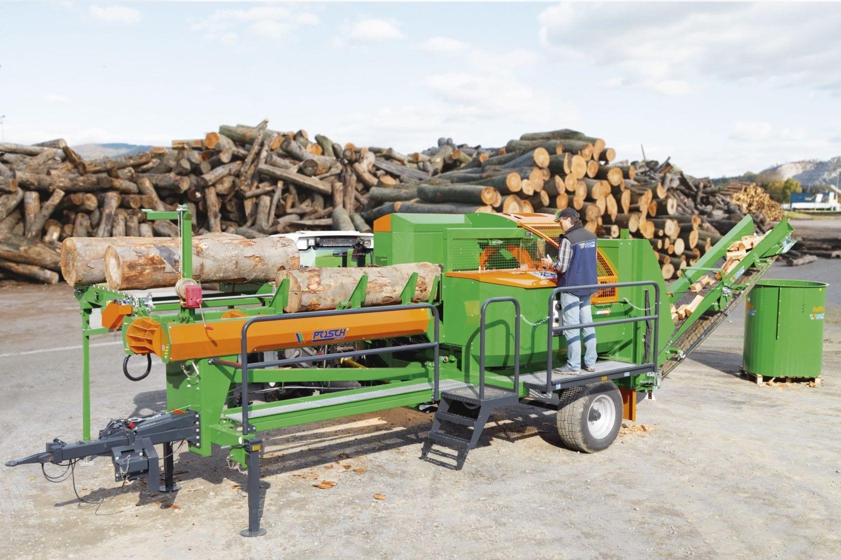 Brennholzautomat im mobilen Einsatz auf Achse, Antrieb über Schlepper und Zapfwelle