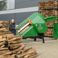 Hochleistungs-Sägeautomat, Kreissäge mit WIDIA Kreissägeblatt, Holz beschicken