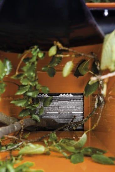 Posch Gartenhäcksler Kompost Materialeinzug durch Gliederkette