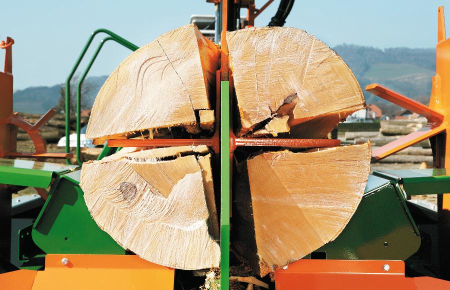 Posch fendeur horizontal fendeur installation de grue, puissance de fendage de 55 tonnes, entraînement par prise de force, châssis à remorquage longitudinal pour une utilisation mobile