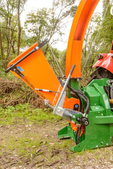 Holzhäcksler mit Dreipunktaufhängung für Strauchschnitt bis 10 cm Durchmesser.