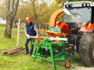 Entrindungsmaschine. Holzfräse. Arbeitsweise Schälen - Beginn