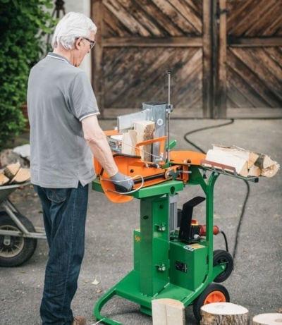 Brennholz spalten mit Maschine, Posch Spaltaxt