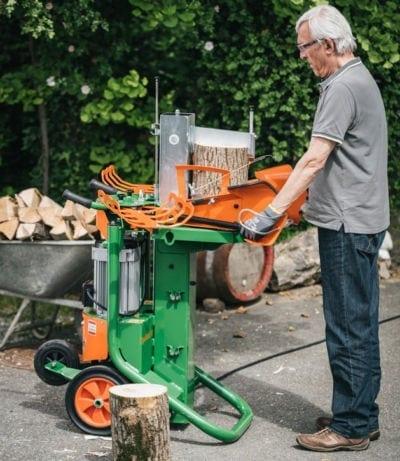 Holzspalter im Einsatz, Spaltaxt 10 von POSCH