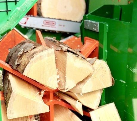 Brennholzautomat, bis zu 12 Scheite sind pro Arbeitsgang möglich.