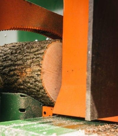 Sägespaltautomat, Kettensäge für Stämme bis 65 cm Durchmesser
