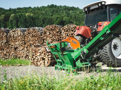 Brennholz-machen-Wippsaege-mit-Foerderband-POSCH-Leibnitz-Aktion-2-ohne Bediener-StefanLeitner-38
