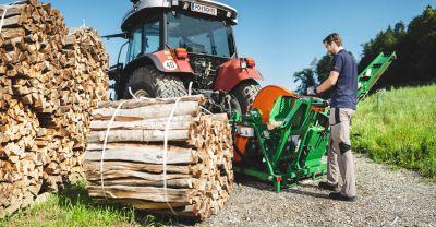 Brennholz-machen-Wippsaege-mit-Foerderband-POSCH-Leibnitz-Aktion-Saegen-StefanLeitner-42