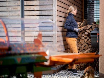 Liegendspalter-Spaltmaschine-Brennholz-spalten-Polly-POSCH-Leibnitz-Aktion-Brennholzstapel-StefanLeitner-33