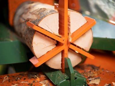 Liegendspalter-Spaltmaschine-Brennholz-spalten-Polly-POSCH-Leibnitz-Aktion-Detail-6-fach-Spaltmesser-F0001661 StefanLeitner-11
