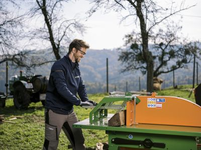 Tischkreissaege-Brennholz-saegen-machen-Brennholzschnitt-UniCut-POSCH-Leibnitz-Aktion-Mosbachers-292